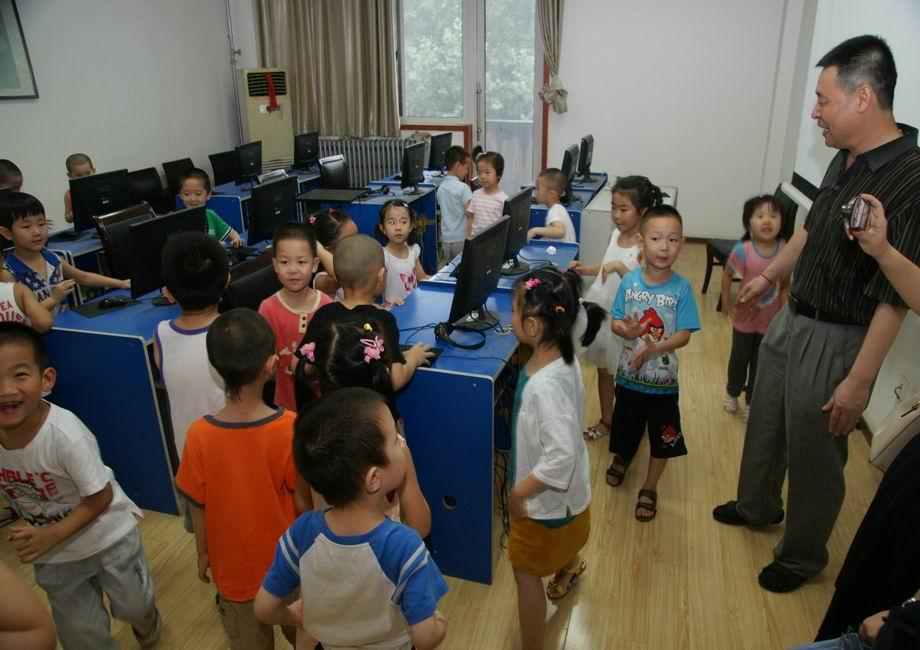 西电科大关工委与幼儿园小朋友举办联谊活动-西安